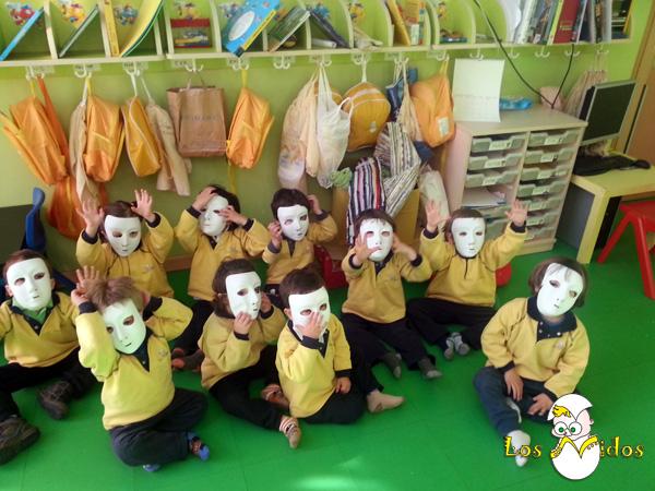 Taller de máscaras en Los Nidos